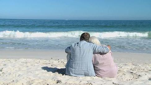 Precauciones si vamos a la playa con personas mayores